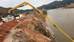 小型混凝土泵车在甘肃红崖山水库加高扩建